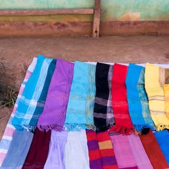 Gros plan des châles à vendre, province de sainyabuli, laos