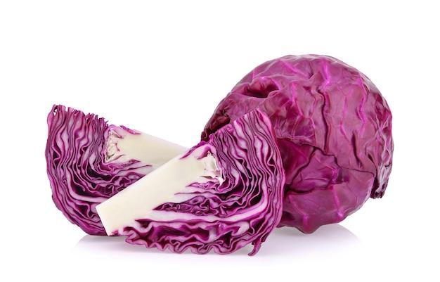 Gros plan de chou violet en studio