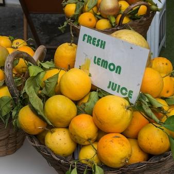 Gros plan, de, citrons, à, vente, à, a, stalle marché, amalfi, côte amalfi, salerno, campania, italie