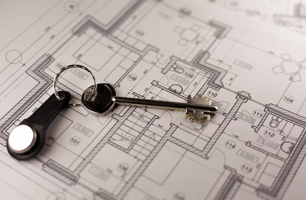 Gros plan de la clé sur le plan de la maison