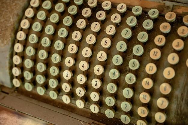 Gros plan de clés de machine à écrire vintage fax