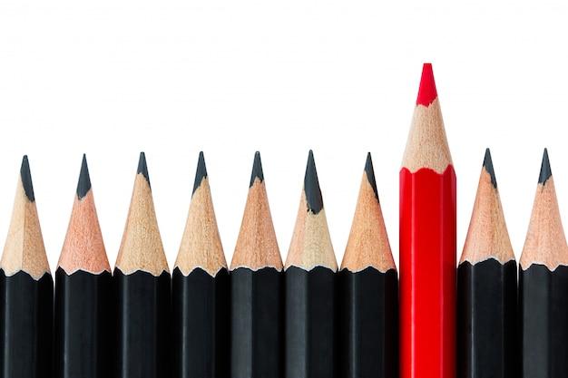 Gros plan sur le concept exceptionnel avec divers crayons isolés
