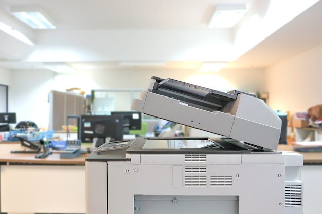 Gros plan sur le copieur au bureau.
