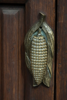 Gros plan, de, a, corn cob, poignée de porte, zona, centre, san, miguel, allende, guanajuato, mexique