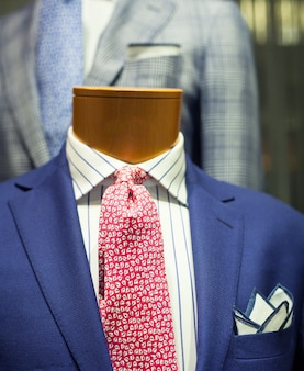 Gros plan d'un costume masculin élégant fabriqué en italie