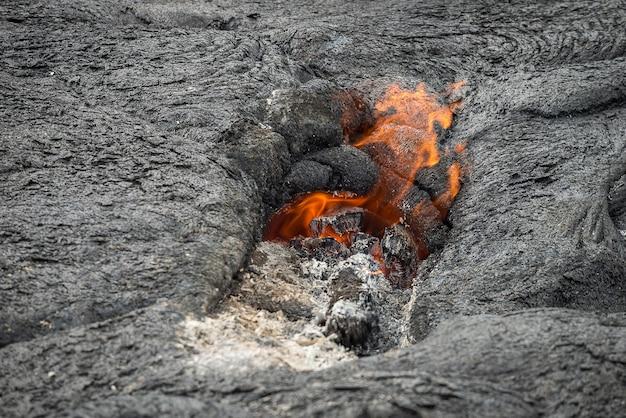 Gros plan, coulée lave, dans, champ lave