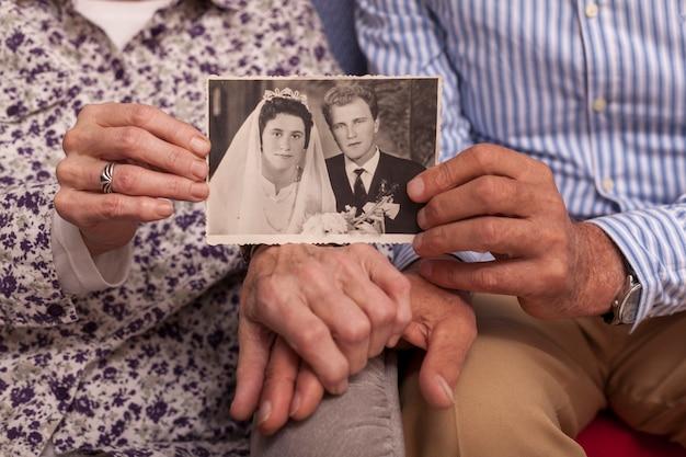 Gros plan, couples âgés, tenue, mariage, image