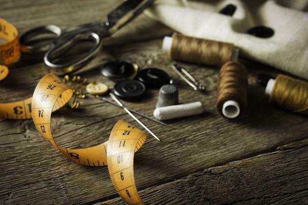 Gros plan, couture, item, sur, table bois