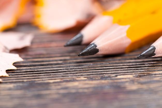 Gros plan sur le crayon après l'affûtage