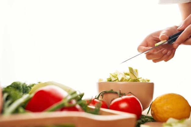 Gros plan de la cuisine des aliments frais salade de légumes