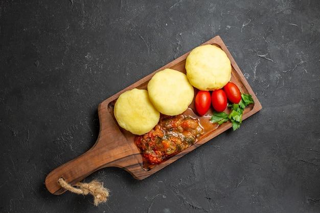 Gros plan sur de délicieuses côtelettes de légumes hachés