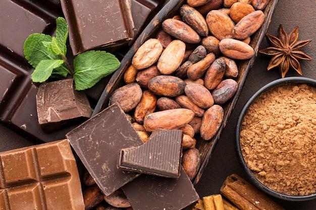 Gros plan de délicieuses fèves de cacao