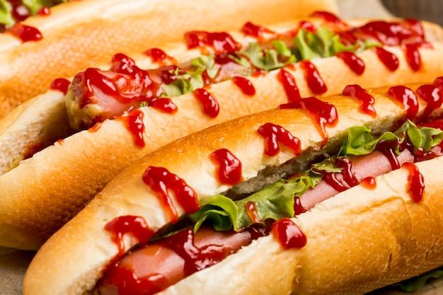 Gros plan, délicieux, hot dogs, à, ketchup
