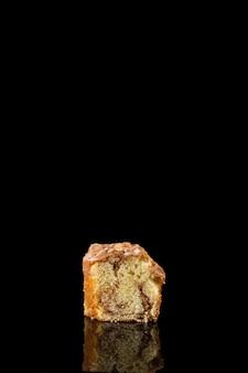 Gros plan délicieux morceau de pain sucré