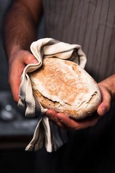 Gros plan de délicieux pain maison