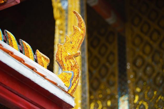 Gros plan sur les détails du temple d'émeraude, thaïlande