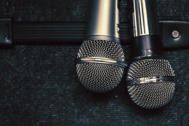 Gros plan deux micro pour duo chanter un concept de chanson