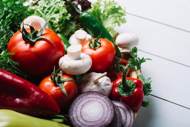 Gros plan, de, divers, légumes, sur, planche bois