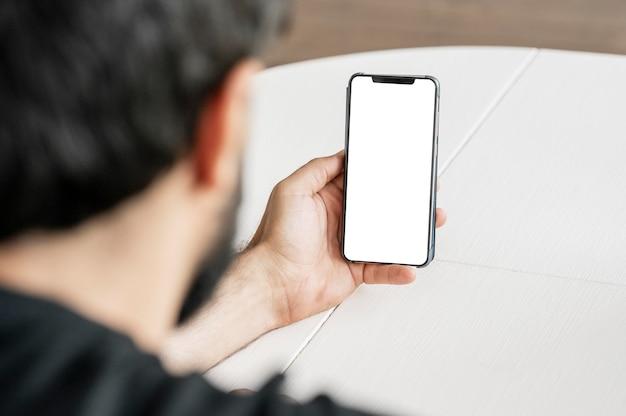 Gros plan, docteur, navigation, téléphone portable