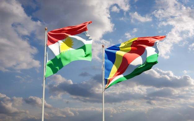 Gros plan sur les drapeaux du kurdistan et des seychelles