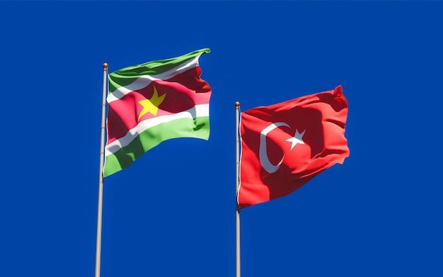 Gros plan sur les drapeaux du suriname et de la turquie