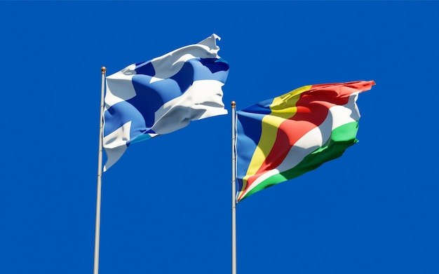 Gros plan sur les drapeaux de la finlande et des seychelles