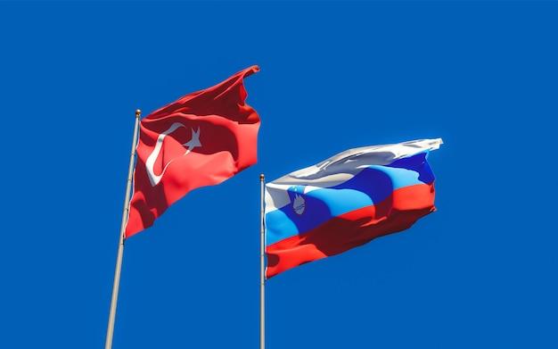 Gros plan sur les drapeaux de la slovénie et de la turquie