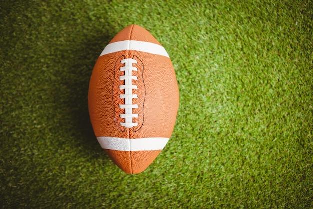 Gros plan du ballon de rugby