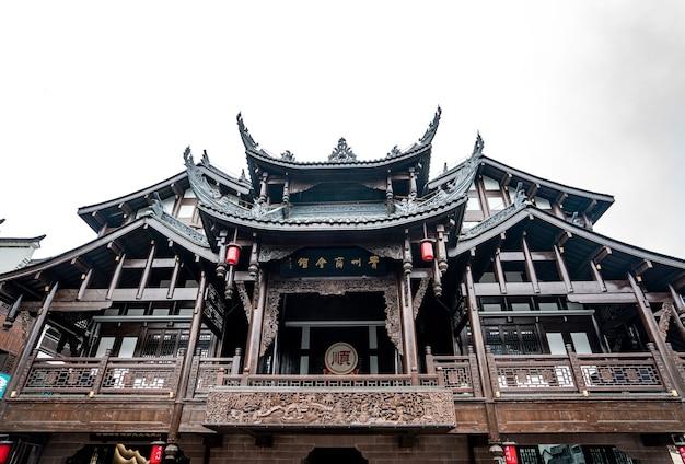 Gros plan du bâtiment oriental.