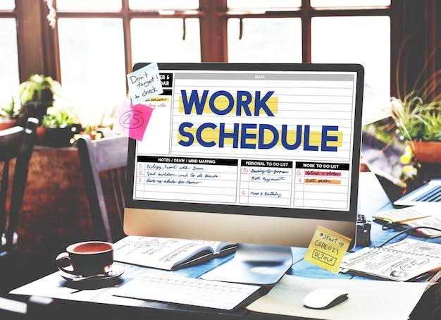 Gros plan du bureau de l'écran d'ordinateur montrant le calendrier de travail