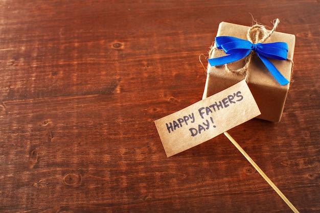 Gros plan du cadeau de la fête des pères