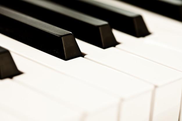 Gros plan du clavier d'un piano