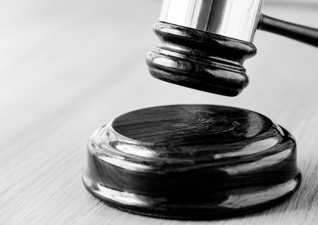 Gros plan du concept de jugement de marteau