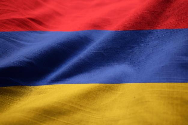 Gros plan du drapeau de l'arménie ébouriffé, drapeau de l'arménie soufflant dans le vent