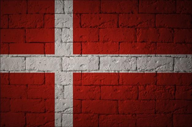 Gros plan du drapeau grunge du danemark. drapeau aux proportions originales
