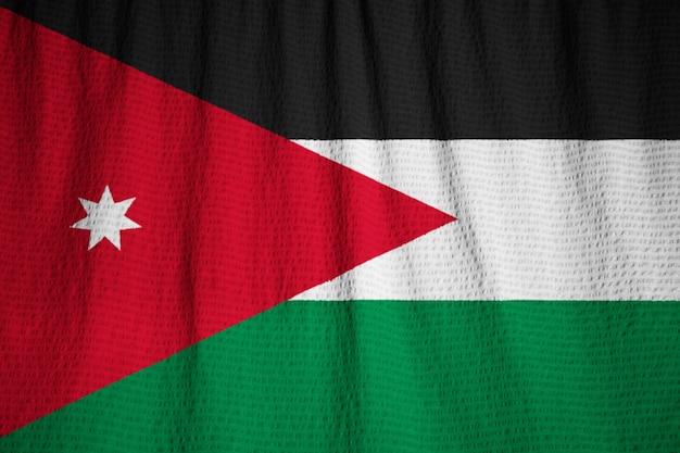 Gros plan du drapeau de la jordanie ébouriffé, drapeau de la jordanie soufflant dans le vent