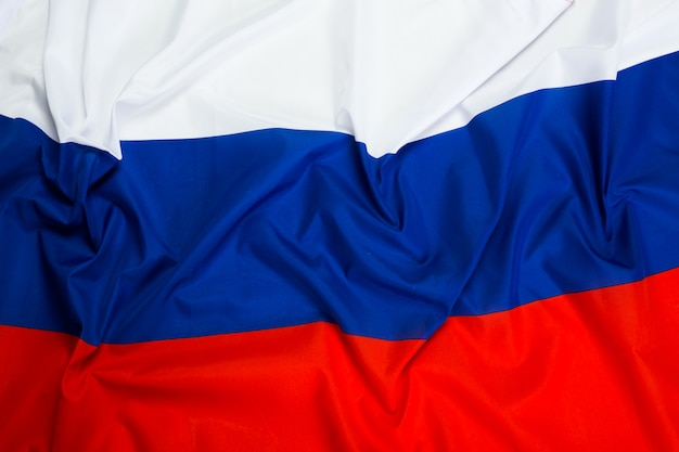 Gros plan du drapeau ondulé de la russie