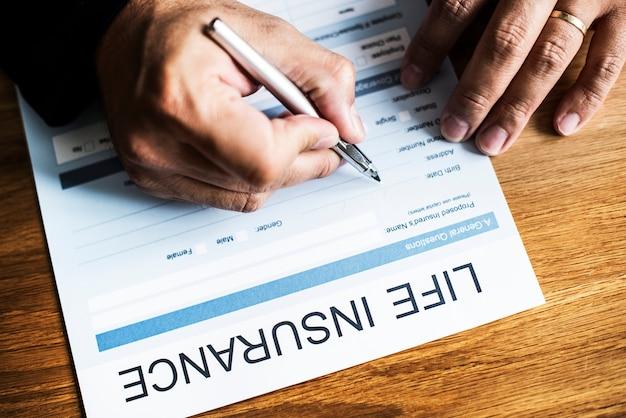 Gros plan du formulaire d'assurance vie