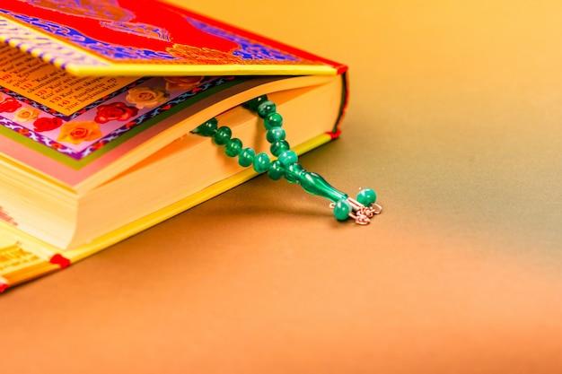 Gros plan du livre islamique saint coran