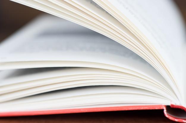 Gros plan du livre ouvert
