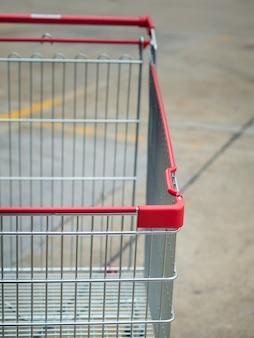 Gros plan du panier dans les parkings, les centres commerciaux.