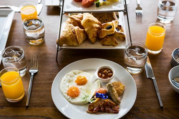 Gros plan du petit déjeuner à l'hôtel