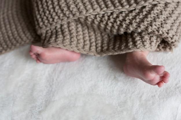 Gros plan du pied de bébé