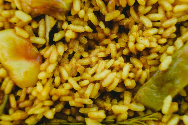 Gros plan du plat méditerranéen traditionnel paella valenciana