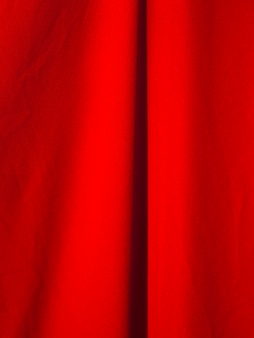 Gros plan du tissu rouge