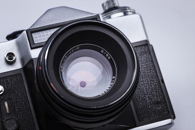 Gros plan du vieil objectif de caméra de film rétro