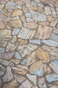 Gros plan du vieux fond de route pierreuse