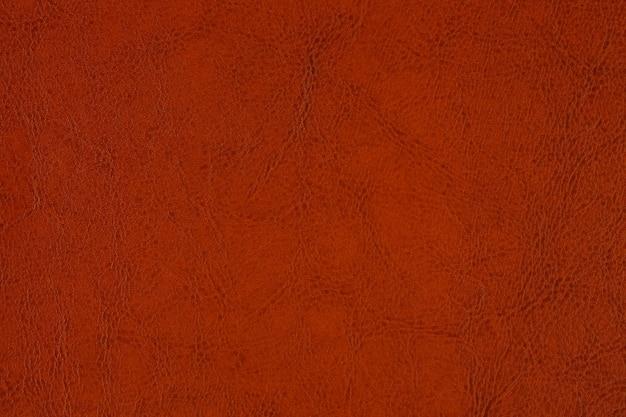 Gros plan de l'échantillon de cuir texturé artificiel rouge