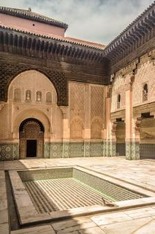 Gros plan de l'école fils de joseph à marrakech, maroc