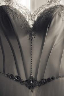 Gros plan d'un élégant corset de robe de mariée